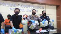 Direktorat Reserse Narkoba Polda Jatim menangkap tiga pengedar sabu seberat 8,4 kilogram (kg). (Foto: Liputan6.com/Dian Kurniawan)