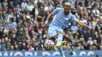 Manchester City menutup pesta golnya pada menit ke-85. Gol kelima tim besutan Pep Guardiola dicetak Riyad Mahrez usai menerima umpan lambung dari Ruben Dias. (Foto: AP/Rui Vieira)