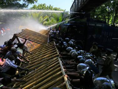 20170201- Aksi Protes Privatisasi Pelabuhan di Sri Lanka-AP Photo