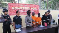 Konferensi pers pengungkapan kasus pencurian oleh kakak dan adik perempuannya. (Foto: Liputan6.com/Polres Kebumen/Muhamad Ridlo)