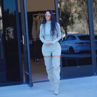 Kim Kardashian sepertinya tengah terobsesi dengan tubuh langsingnya. Ia bahkan merasa senang ketika Khloe Kardashian menyebutnya anoreksia. (instagram/kimkardashian)