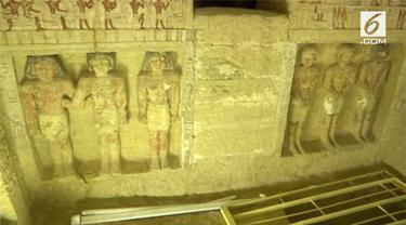 Sebuah pemakaman pribadi yang diperkirakan milik pejabat senior Dinasti Firaun kelima, yang memerintah sekitar 4.400 tahun lalu, telah ditemukan di bagian barat Kairo, Mesir pada 15 Desember 2018.