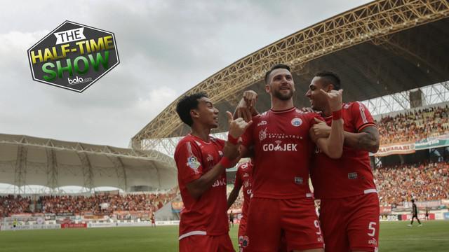 Berita video half time show yang membahas sengitnya persaingan gelar juara Liga 1 2018 hingga babak terakhir dan terpuruknya pemain lokal di Liga 1 2018.