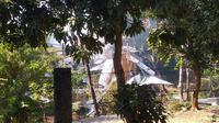 Rumah Kunsari bersebelahan langsung dengan lokasi gudang amunisi Mako Brimob Srondol yang terbakar dan meledak pagi ini. (Liputan6.com/ Edhi Prayitno)