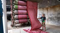 Syukestex, mitra LPDB yang mampu jelajahi pasar ekspor batik. (foto: dok. LPDB)