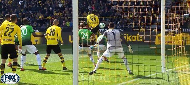 Michy Batshuayi mencetak gol semata wayang Borussia Dortmund saat kalahkan Hannover 1-0. This video is presented by Ballball.