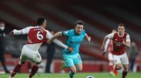Aksi pemain Liverpool, Diogo Jota (tengah) pada pertandingan kontra Arsenal di Liga Inggris. (ADAM DAVY / POOL / AFP)