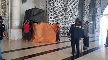Kondisi mimbar Masjid Raya usai dibakar pria misterius (Liputan6.com/Fauzan)