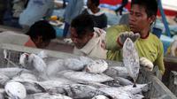 Menteri Kelautan dan Perikanan (KKP) Susi Pudjiastuti menargetkan tahun 2015 harga ikan tidak mahal lagi dan Industri perikanan Indonesia bisa mengekspor ikan ke luar negeri,  Jakarta, Minggu (11/1/2015). (Liputan6.com/Faizal Fanani)