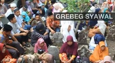 ujuh hari setelah Idul Fitri, Kraton Kanomanan Cirebon menggelar acara Grebeg Syawal, yang merupakan tradisi menghormati leluhur dan rasa syukur usai menjalankan puasa.