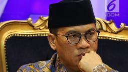 Ketua F-PAN DPR Yandri Susanto saat menerima Gerakan Aliansi Menolak Pertambangan Gunung Gede dan Merdeka Banten di Jakarta, Rabu (20/3). Masyarakat meminta agar konflik pertambangan menjadi pembahasan di DPR. (Liputan6.com/JohanTallo)