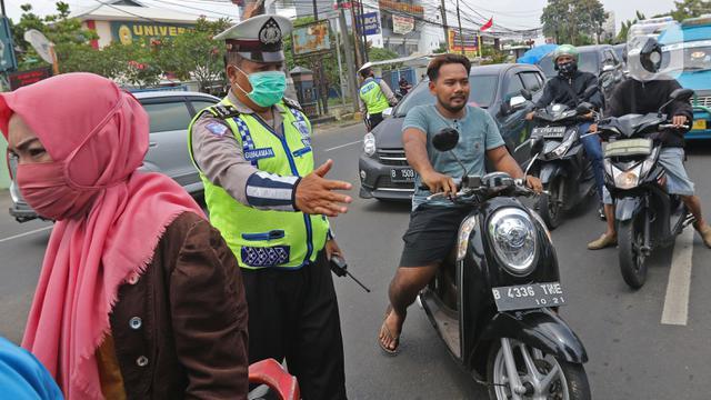 055904000 1586501844 20200410 Pengawasan Pelaksanaan PSBB di Perbatasan Jakarta Depok 3