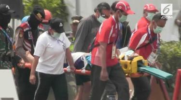 Atlet paralayang Afghanistan terjatuh dari ketinggian 10 meter saat bertanding Gunung Mas, Bogor. Korban langsung dibawa ke rumah sakit menggunakan helikopter.