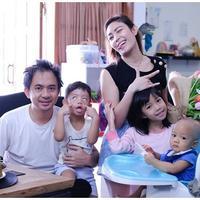 Ayu Dewi dan Regi (Sumber: Instagram/mrsayudewi)