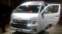 Pebisnis tour and travel tak akan rugi kalau memiliki Toyota Hiace. Mengapa?