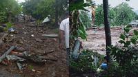Banjir bandang di Flores Timur, Minggu (4/4/2021). (dok BNPB)