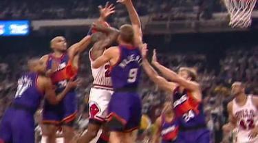 Berita Video flashback NBA, saat Michael Jordan yang membela Chicago Bulls cetak 55 poin melawan Phoenix Suns tahun 1993