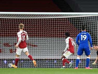 FOTO: Akibat Gol Bunuh Diri Bernd Leno, Rekor 25 Tahun Arsenal Patah - Bernd Leno