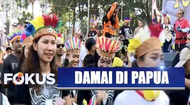 Tidak hanya warga Papua dan Papua Barat, bahkan sejumlah warga lainnya pun ikut menikmati acara yang bertajuk Persatuan Indonesia ini.