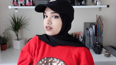 7 Ide Gaya Kekinian Padu Padan Hijab Dengan Topi Baseball Fimela Fimela Com