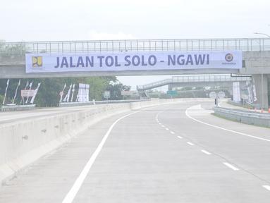 Suasana jalan tol Sragen-Ngawi di kilometer 538 jalan tol Solo-Ngawi, Jawa Tengah, Rabu (28/11). Setelah diresmikan, tol sepanjang 50,9 kilometer tersebut akan digratiskan selama seminggu. (Liputan6.com/Angga Yuniar)