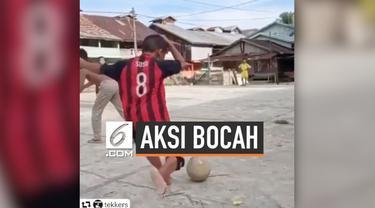 Sebuah video viral mengenai aksi bocah Indonesia bermain sepak bola. Video itu mendapat sorotan dari pemain bintang AC Milan, yaitu Suso.