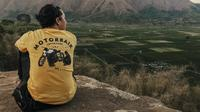 Ananda Omesh di Bukit Selong, Lombok, Nusa Tenggara Timur. (dok.instagram @omeshomesh/https://www.instagram.com/p/BpS6K0_jINx/?hl=en&taken-by=omeshomesh/Dadan Eka Permana)