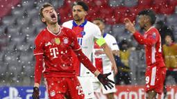 Penyerang Paris Saint-Germain (PSG), Kylian Mbappe, melakukan selebrasi usai mencetak gol ke gawang Bayern Munchen pada laga Liga Champions di Allianz Arena, Kamis (8/4/2021). PSG menang dengan skor 3-2. (AP Photo/Matthias Schrader)