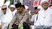 (Ki-ka) Ustad Arifin Ilham, Kapolri Jenderal Tito Karnavian dan Imam Besar FPI Habib Rizieq Syihab memantau demo 2 Desember di Monas, Jakarta, Jumat (2/12). Kapolri bergabung dengan massa yang menggelar doa bersama. (Liputan6.com/Faizal Fanani)