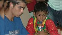 Martinus kecil kini sudah beranjak remaja dan mengikuti jejak sang ayah untuk menjadi pesepak bola handal.