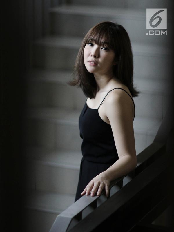 Artis Gisella Anastasia berpose saat mengunjungi Kantor KLY di Gondangdia, Jakarta, Jumat (14/9). Salah satu olahraga yang sering dilakukan ibu satu ini adalah body weight training. (Liputan6.com/Herman Zakharia)