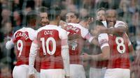 Para pemain Arsenal merayakan gol ke gawang Everton pada laga Premier League, di Stadion Emirates, London, Minggu (23/9/2018). (AFP/Adrian Dennis)