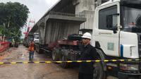 TKP jatuhnya crane di Jatinegara (Liputan6.com/Yuni)