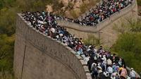 Suasana Tembok Besar China Saat Hari Libur Nasional. foto: AFP
