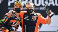 Pedro Aciosta saat menjadi juara balapan Moto3 Portugal beberapa waktu lalu. (PATRICIA DE MELO MOREIRA / AFP)