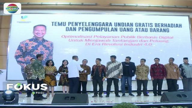 YPP SCTV-Indosiar menerima penghargaan dari Kementerian Sosial atas jasa membangun dan membuat perubahan untuk negeri.