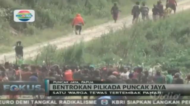 Bentrokan pecah di Pilkada Puncak Jaya Papua, menewaskan satu orang warga.
