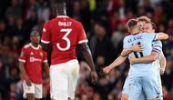 Para pemain West Ham melakukan selebrasi saat kalahkan Manchester United. (OLI SCARFF / AFP)