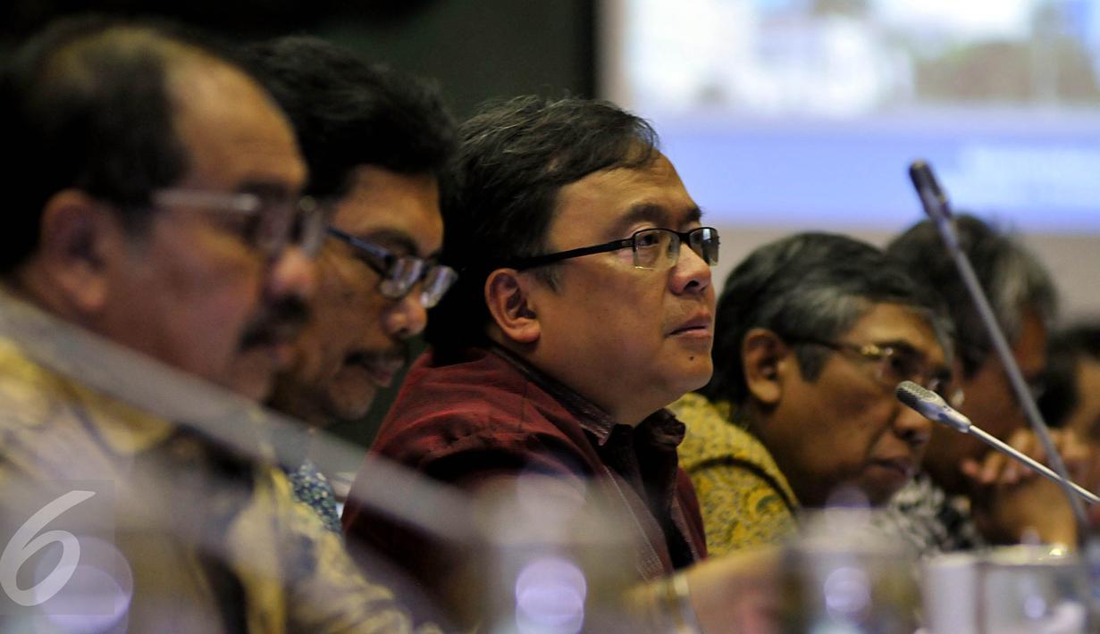 Menteri Keuangan Bambang Brodjonegoro Rapat Kerja dengan ...