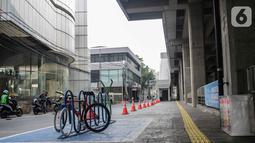 Suasana parkir sepeda di kawasan stasiun MRT Cipete Raya, Jakarta, Senin (14/10/2019). Fasilitas parkiran sepeda akan ditargetkan penyediaan lokasi parkir sepeda ini akan dilakukan sebelum akhir 2019. (Liputan6.com/Faizal Fanani)