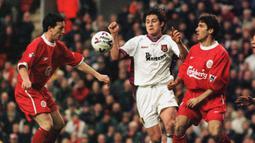 Pada 31 Januari 1996, Frank Lampard melakukan debut senior di West Ham United saat menghadapi Coventry City sebagai pemain pengganti. Dipercaya sebagai starter saat musim berikutnya, 17 Agustus 1996 kala bertandang ke Arsenal dan kalah 0-2. (AFP/Peter Wilcock)