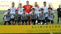 Mereka adalah dua pemain Aston Villa, Emiliano Martinez dan Emiliano Buendia serta dua pemain Tottenham Hotspur, Giovani Lo Celso dan Cristian Romero. (Foto: AP/Andre Penner)