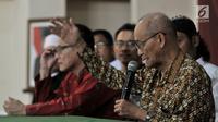 Tokoh lintas agama Ahmad Syafii Maarif memberikan keterangan dalam rangka kegiatan Doa dan Ikrar Anak Bangsa untuk Indonesia, di Jakarta, Kamis (28/2). Acara itu digelar untuk menjaga persaturan NKRI menjelang Pemilu 2019. (Merdeka.com/Iqbal S. Nugroho)