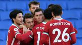 Pemain Liverpool merayakan gol yang dicetak Diogo Jota ke gawang Brighton pada laga lanjutan Liga Inggris di Stadion American Express, Sabtu (28/11/2020) malam WIB. Liverpool bermain imbang 1-1 menghadapi Brighton. (AFP/Mike Hewitt/pool)