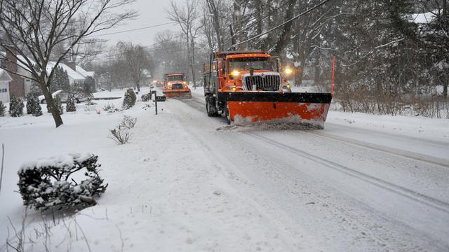 Pembersihan Musim Semi untuk Jalan Masuk, Jalur, dan Area Parkir