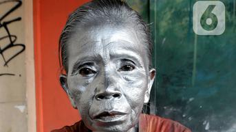 Miris, Pensiunan Polisi di Semarang Terpaksa Ngamen Jadi Manusia Silver