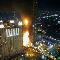 Kebakaran di Neo Soho Central Park, Jakarta Barat. foto: twitter (mark_op)