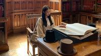 Jennie BLACKPINK saat berkunjung ke The John Rylands Library, Inggris. (dok. Instagram @jennierubyjane/https://www.instagram.com/p/BxsyiwKoe-z/Putu Elmira)
