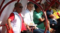 Pelatih dan manajer Madura United, Milomir Seslija-Haruna Soemitro. (Bola.com/Aditya Wany)