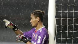 Kiper Bali United, Wawan Hendrawan, saat melawan Mitra Kukar pada laga Piala Presiden 2019 di Stadion Patriot, Jawa Barat, Minggu (3/3). Bali United menang 3-0 atas Mitra Kukar. (Bola.com/M Iqbal Ichsan)